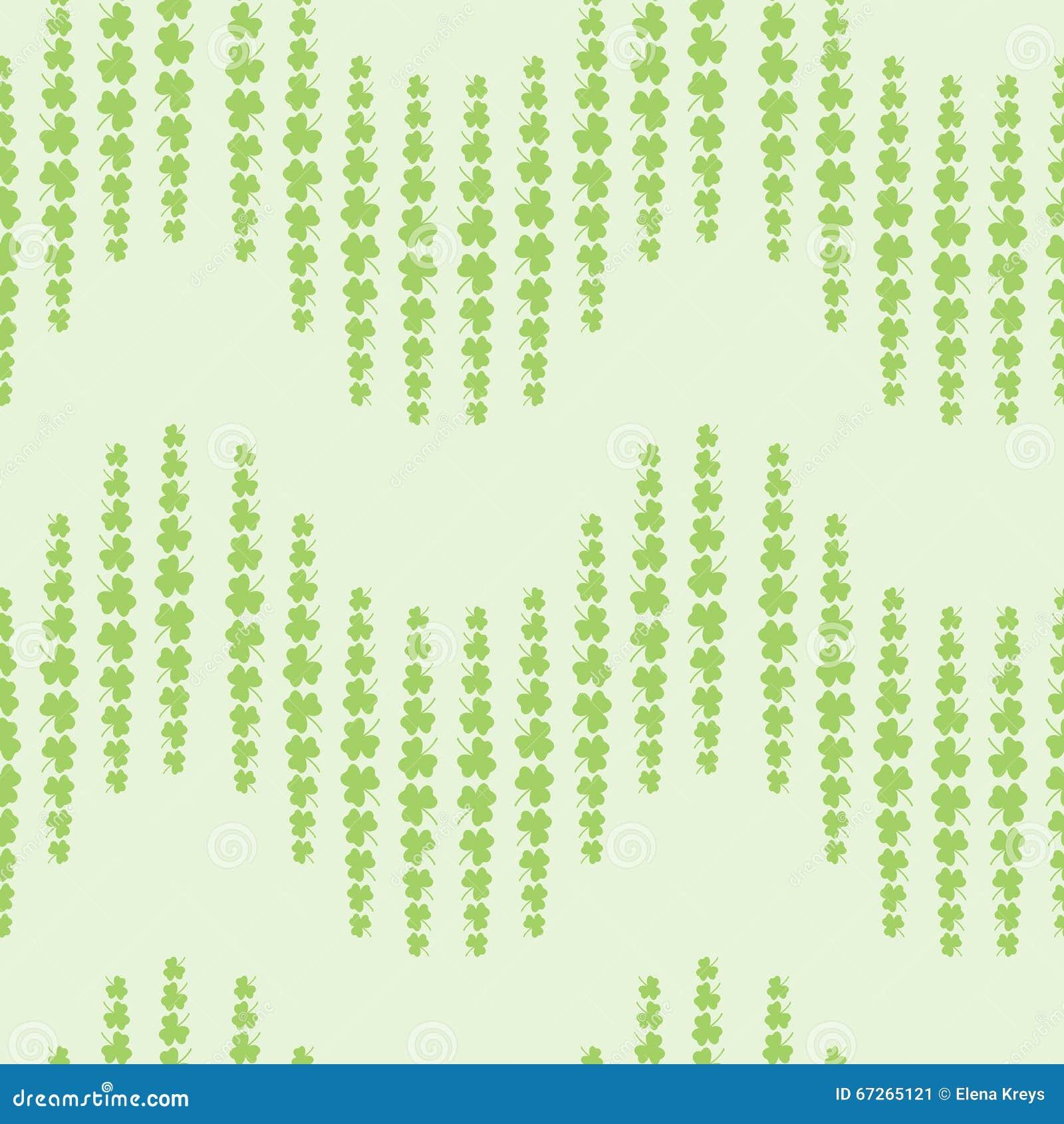 Il modello piacevole con il trifoglio va su fondo verde