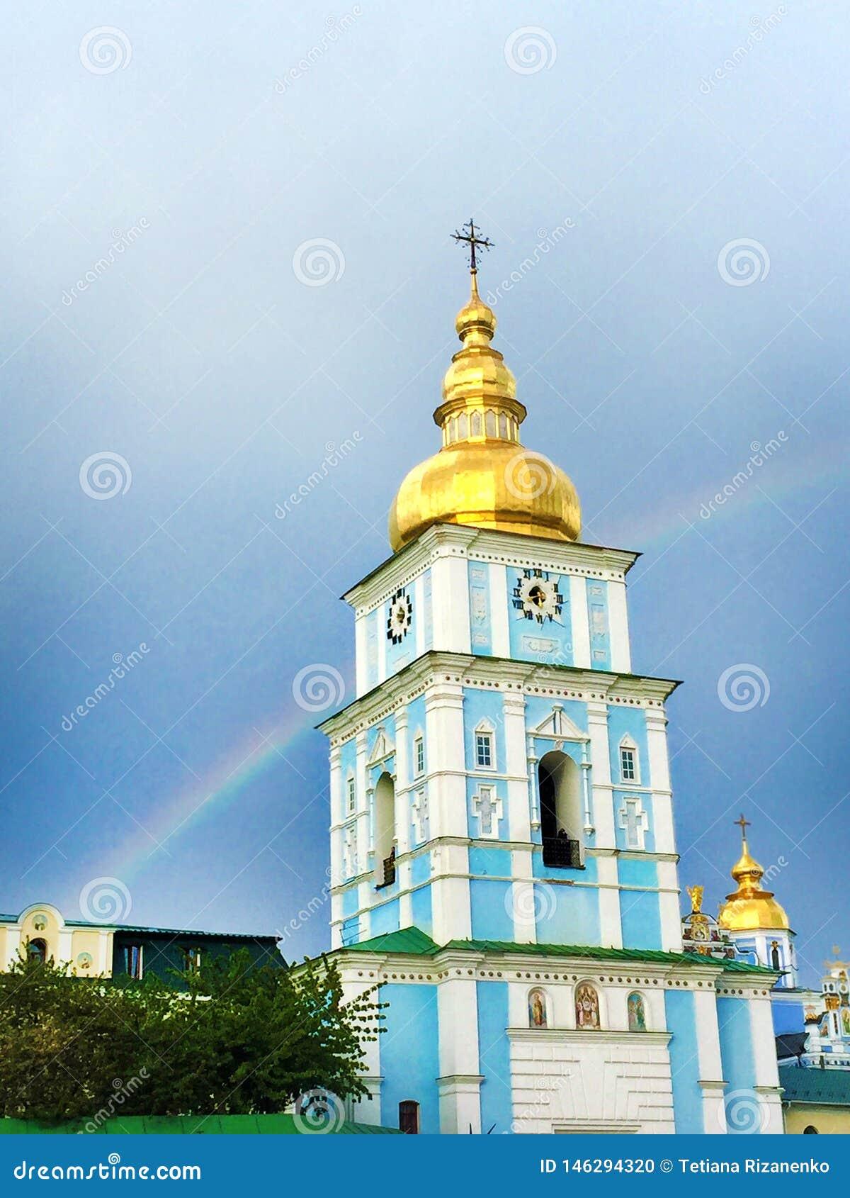 Il monastero Dorato-a cupola di St Michael del campanile, Kiev, Ucraina