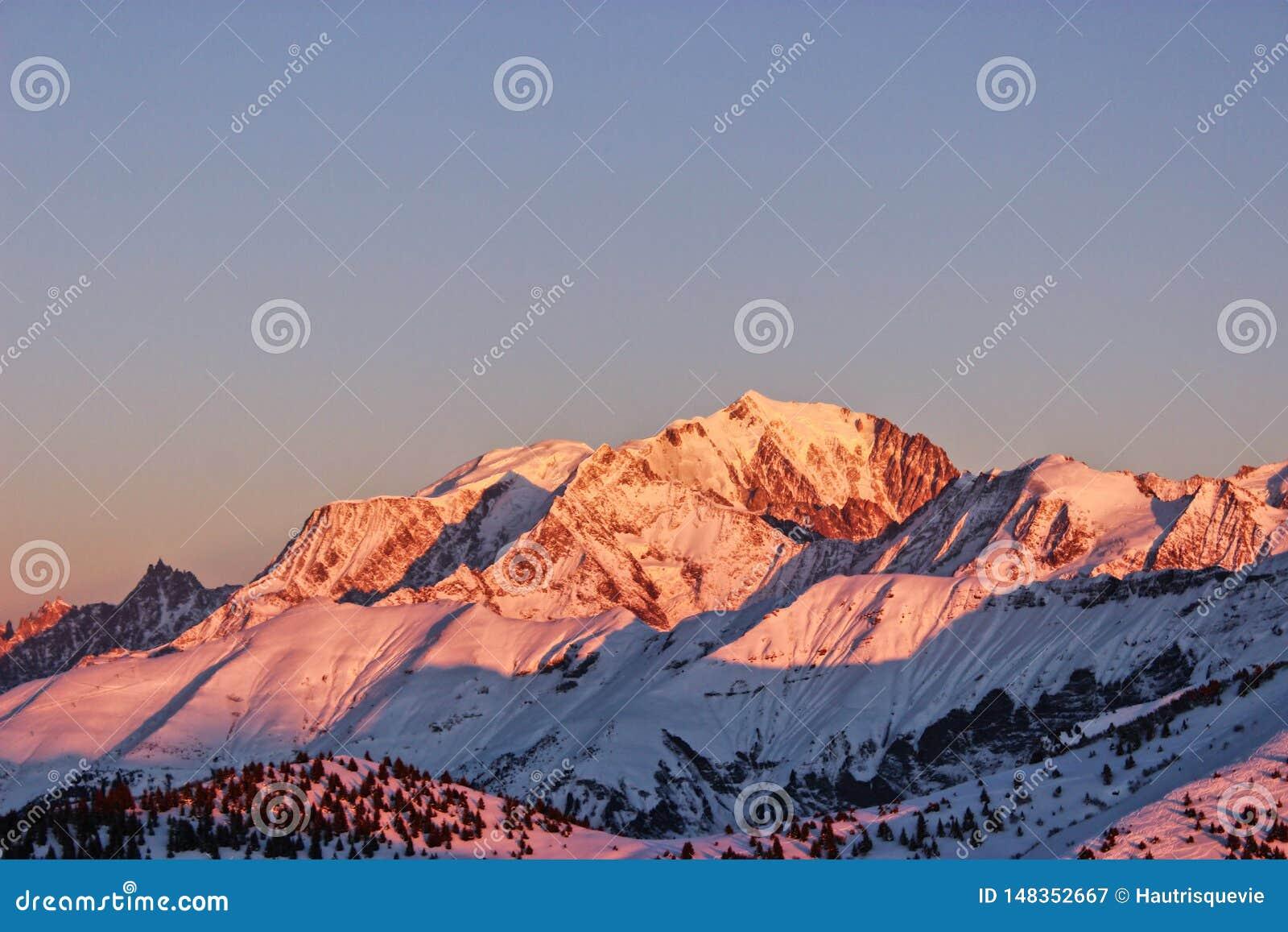Il Monte Bianco, con il suo migliore fronte