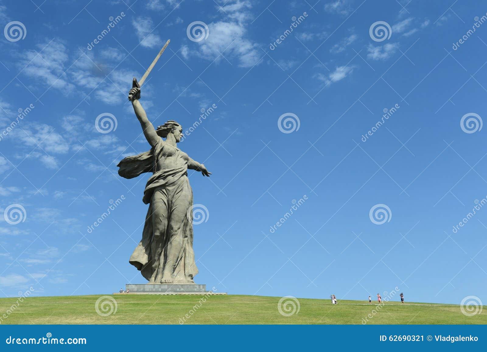 Il monumento le chiamate della patria del Mamaev Kurgan a Volgograd