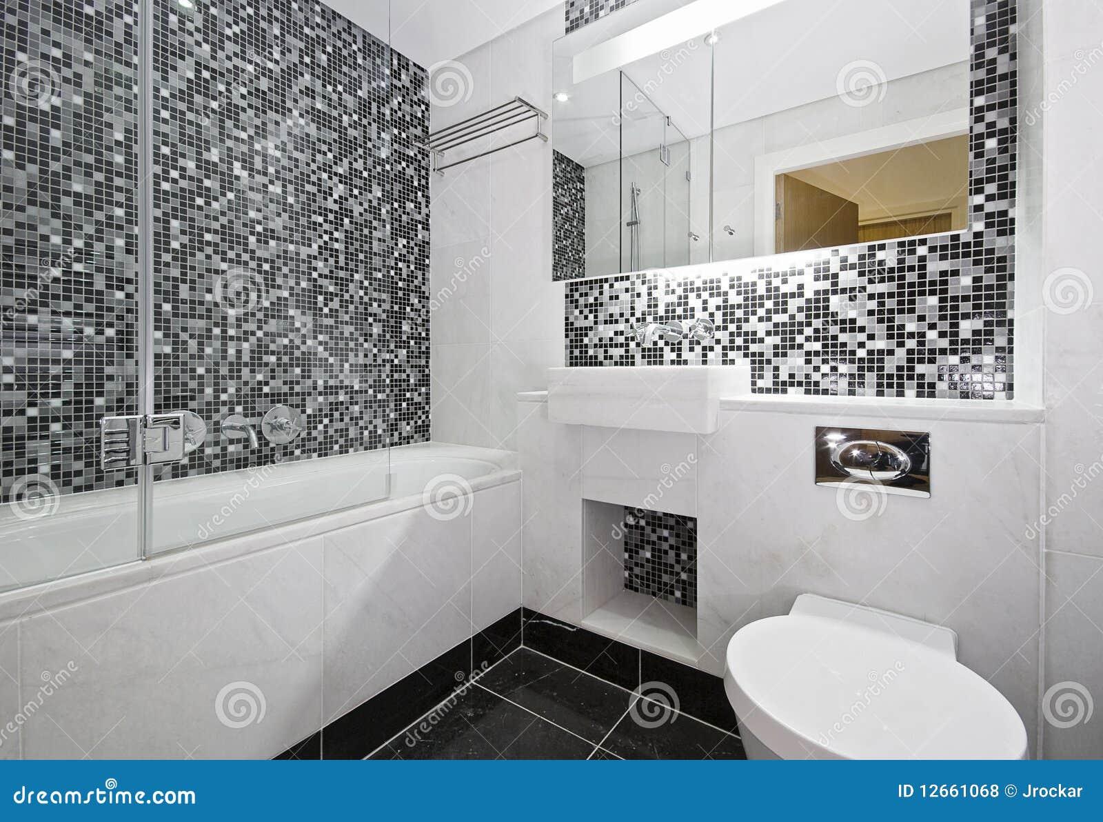 Il Mosaico Ha Coperto Di Tegoli La Stanza Da Bagno Fotografia Stock - Immagine di rubinetto ...