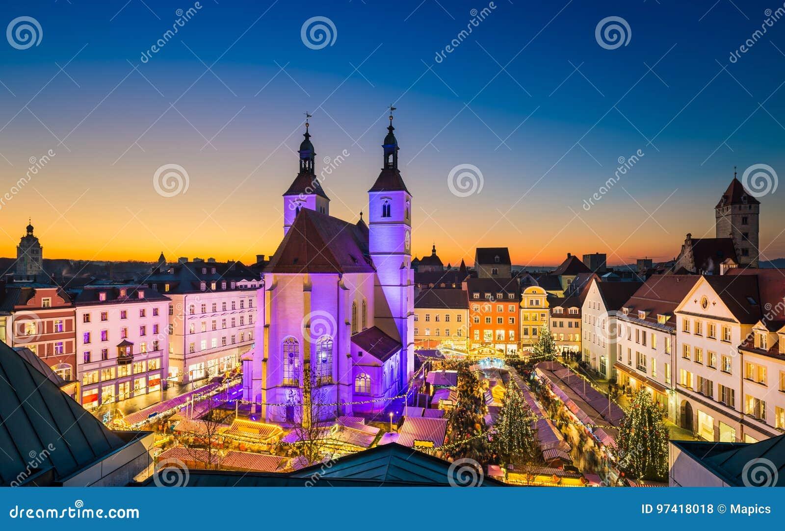 Il Natale commercializza a Regensburg, Germania