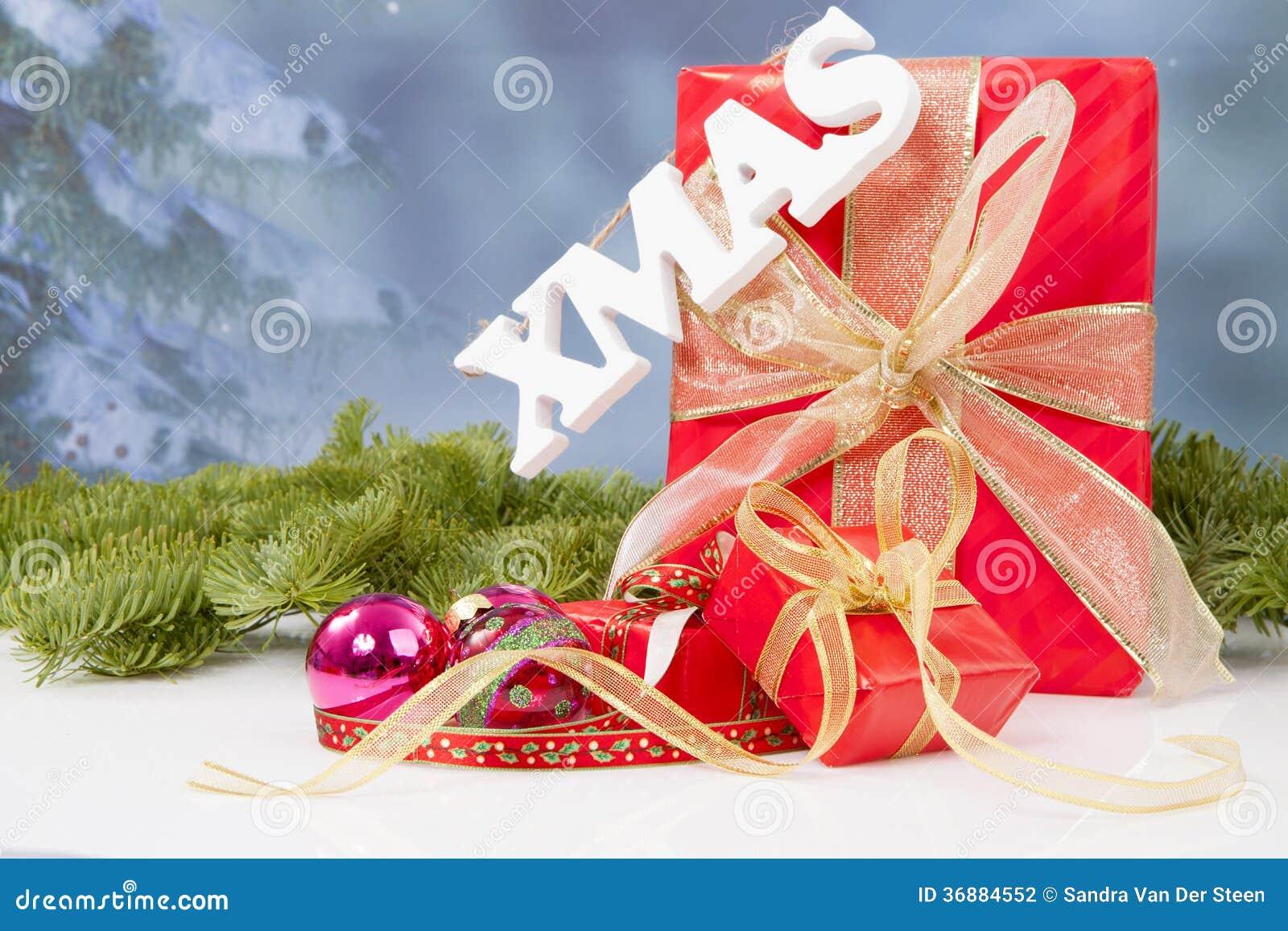 Download Il Natale Di Parola Che Appende Durante I Regali Di Natale Rossi Fotografia Stock - Immagine di scriva, lettere: 36884552