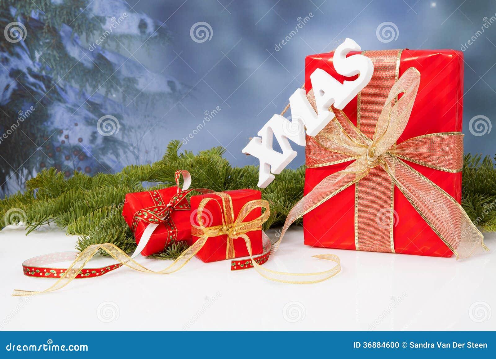 Download Il Natale Di Parola Che Appende Durante I Regali Di Natale Rossi Fotografia Stock - Immagine di scriva, arco: 36884600