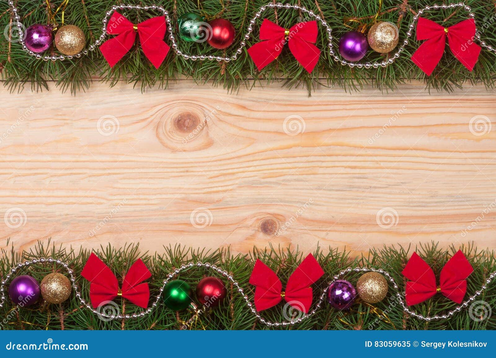 Il natale incornicia fatto dei rami dell 39 abete decorati - Rami decorativi legno ...