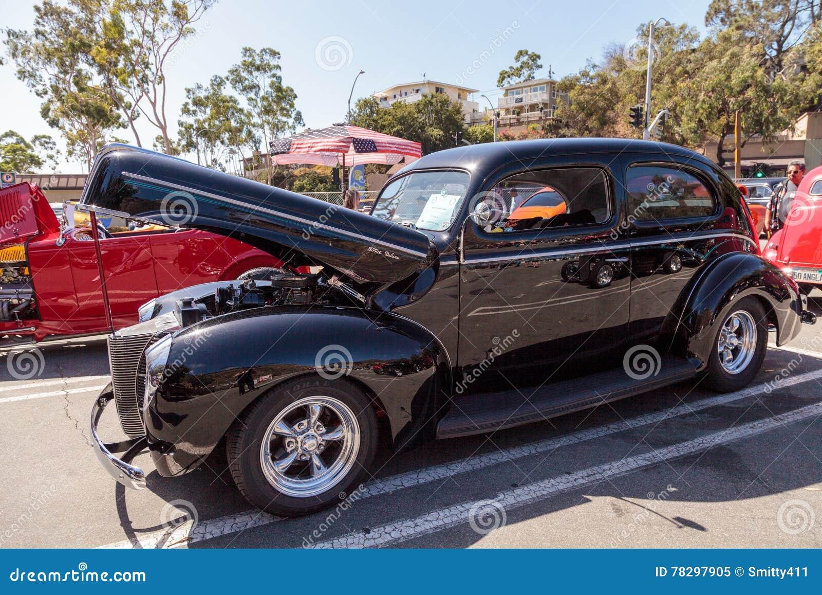Il nero Ford Deluxe Sedan 1940