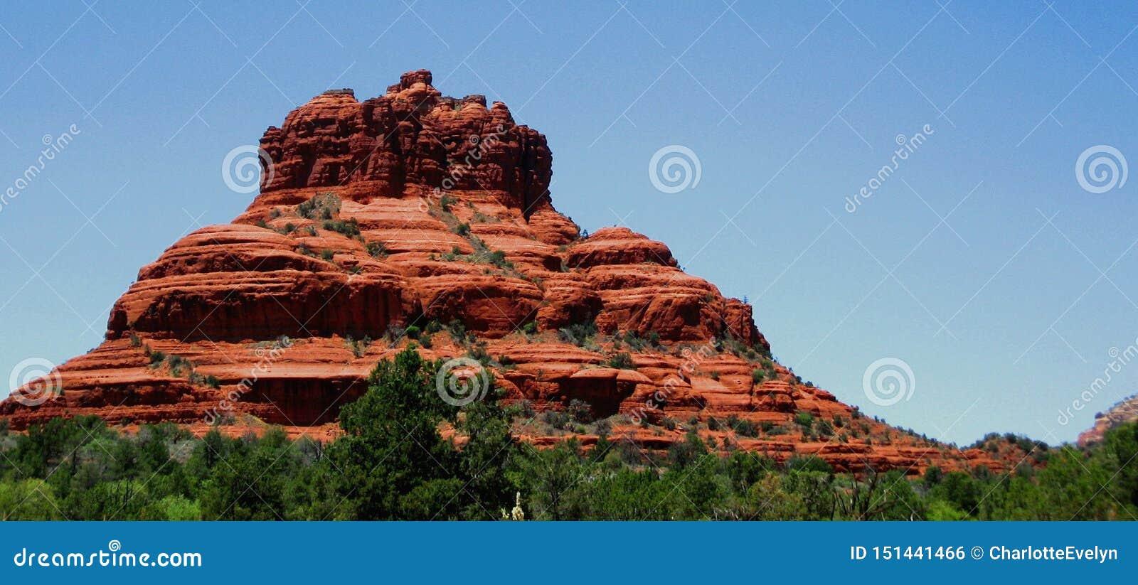 Il paesaggio di formazione rocciosa rossa ha nominato Bell l Rock in Sedona, Arizona