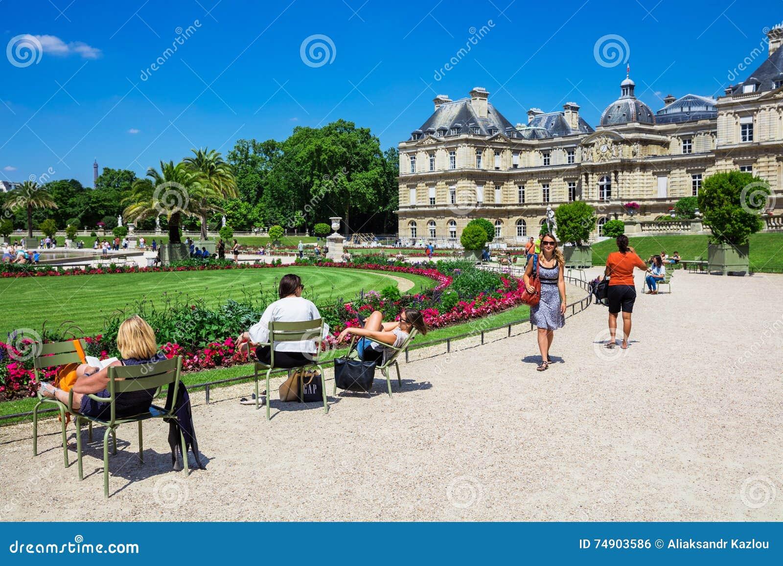 Il palazzo ai giardini di lussemburgo parigi francia del