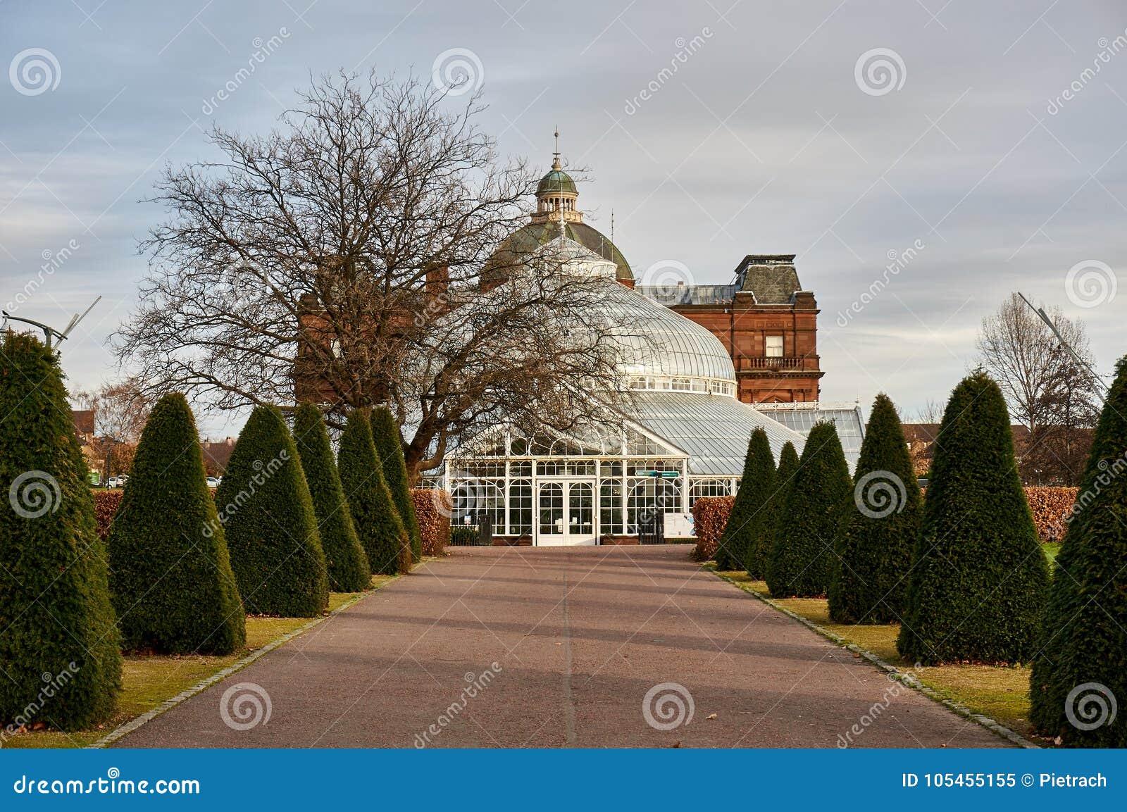 Il palazzo del ` s della gente situato in Glasgow Green Park popolare serve da giardino di inverno, caffè e museo