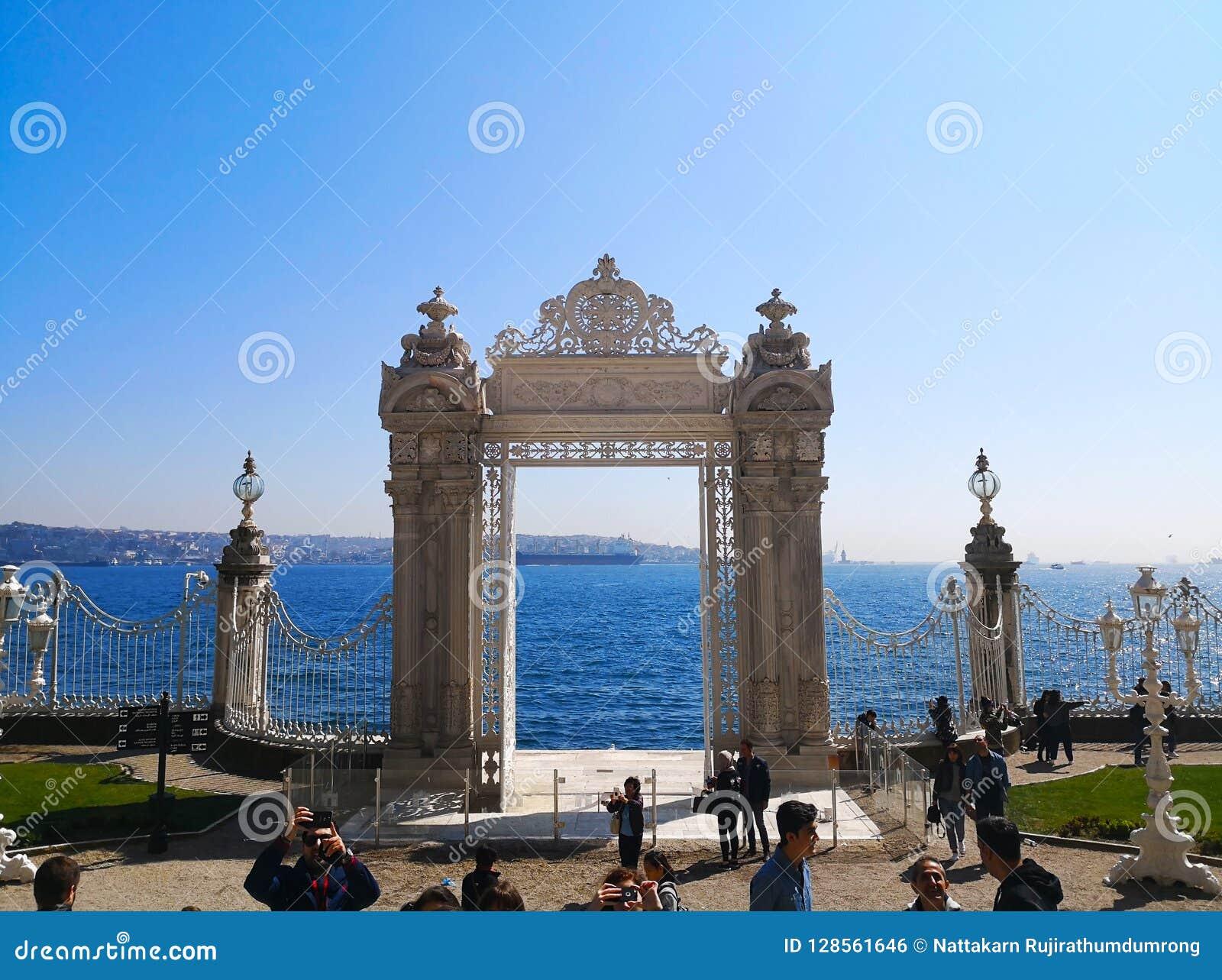 Il palazzo di Dolmabahce a Costantinopoli, Turchia 30 marzo 2018: La st