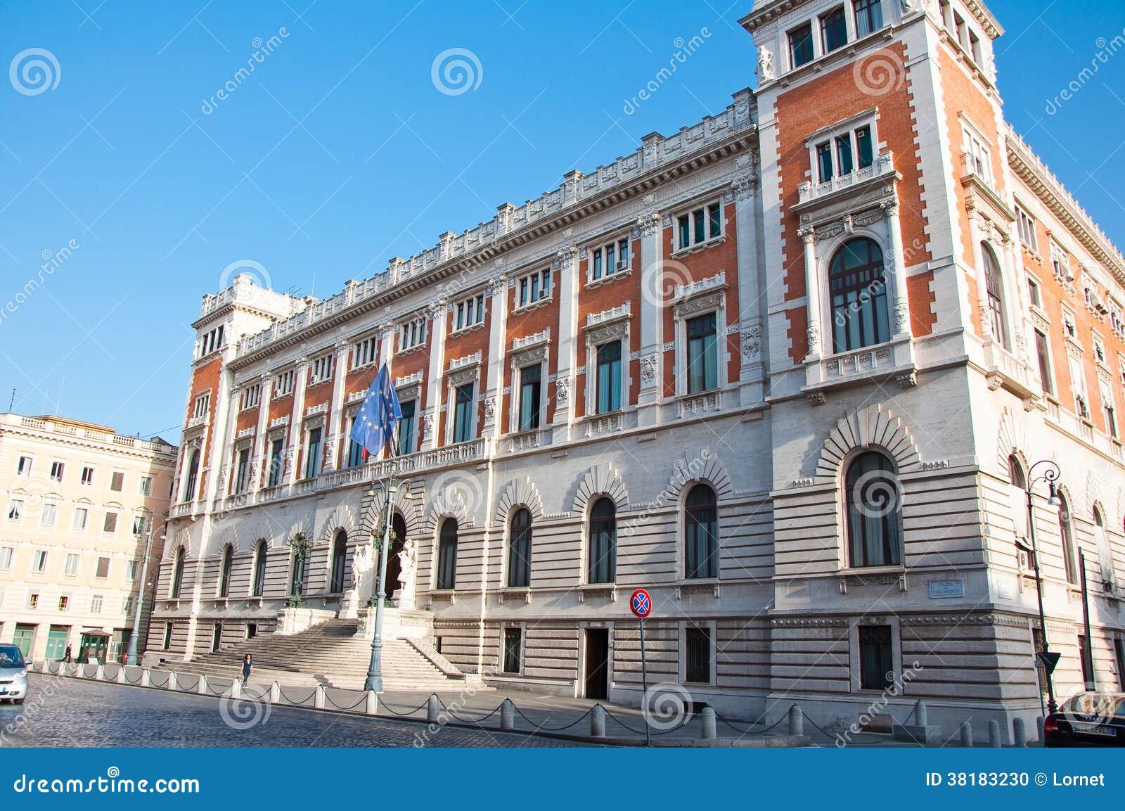 Il palazzo montecitorio agosto 8 2013 su piazza del for Roma parlamento