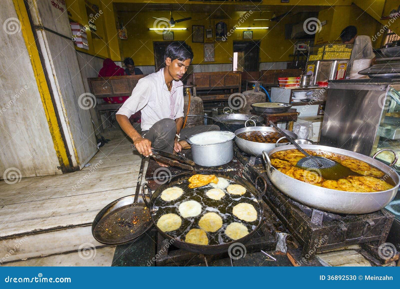 Download Il Panettiere Prepara La Pagnotta Piana Rotonda Tradizionale In Pushkar, India Immagine Editoriale - Immagine di asia, anziano: 36892530