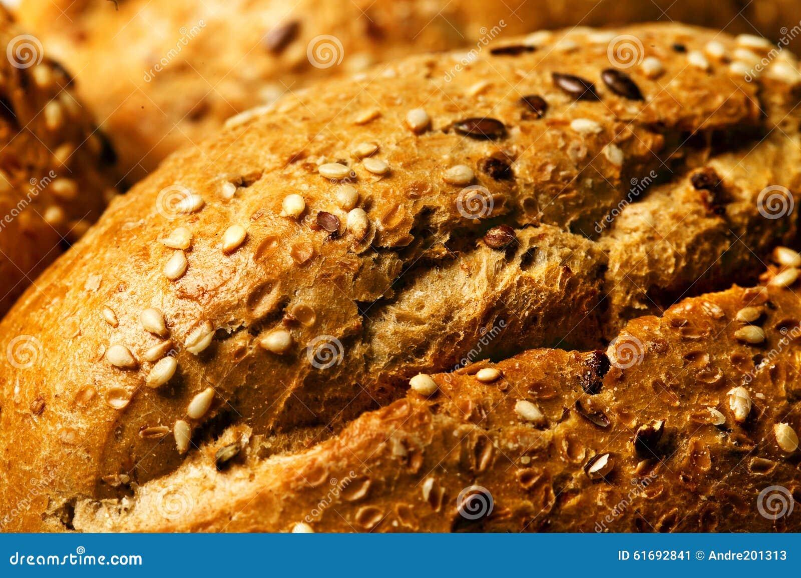 Il panino con i semi di sesamo si chiude su