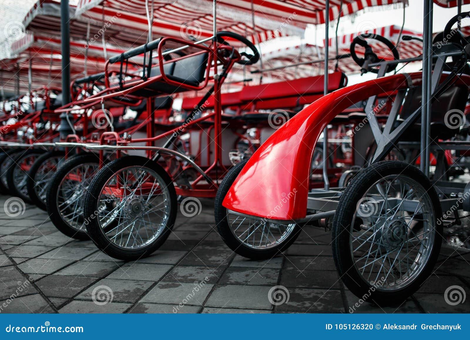 Il Parcheggio Delle Biciclette A Quattro Ruote Velomobiles