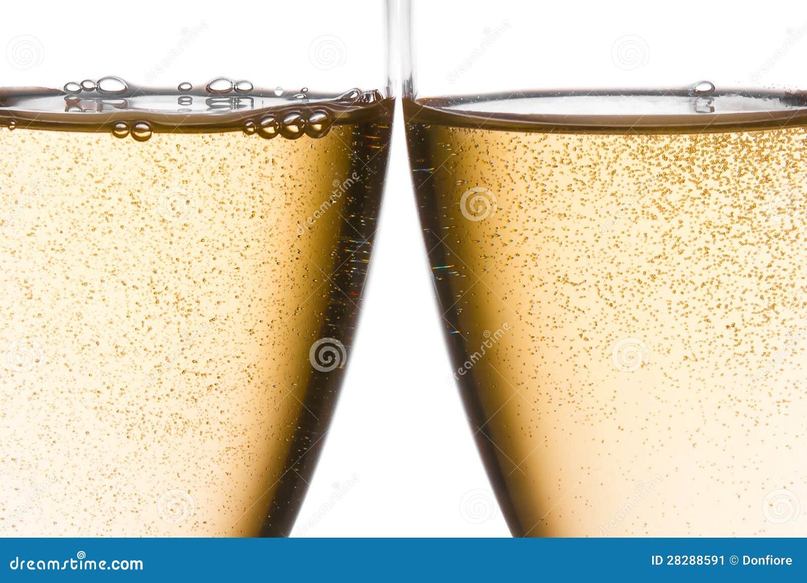 Il particolare delle acclamazioni con due vetri del champagne con oro bolle