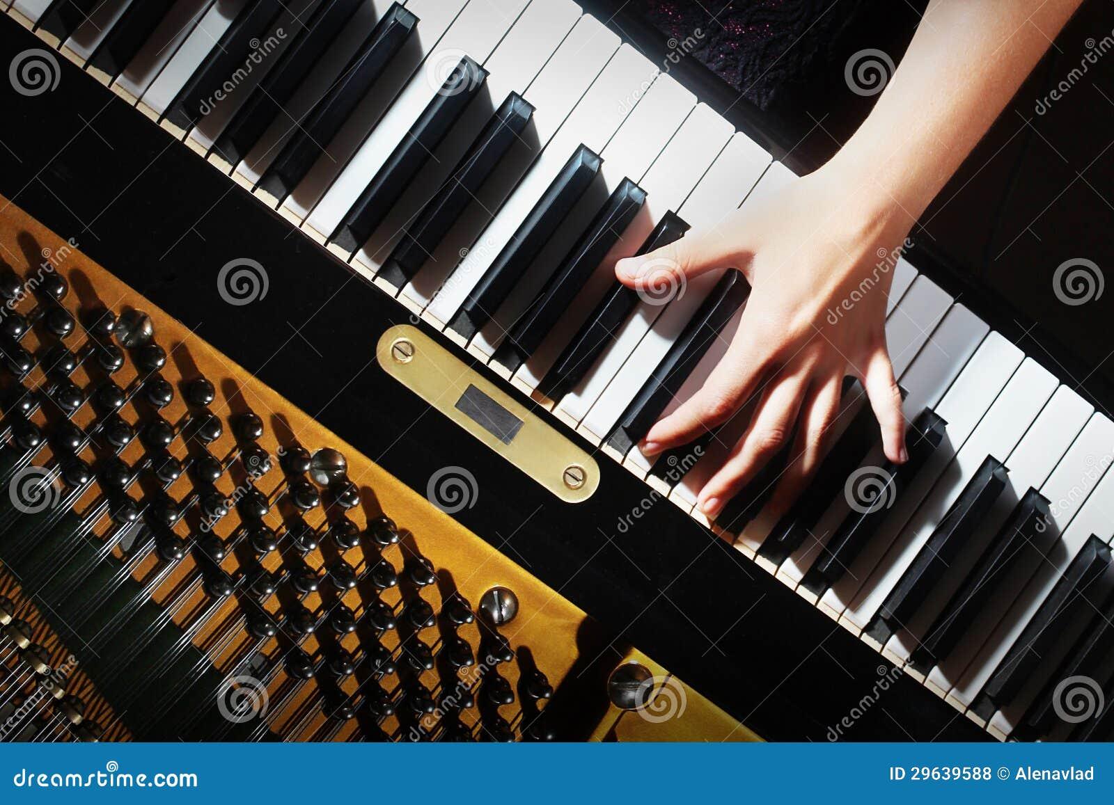 Il piano imposta la tastiera delle mani del pianista