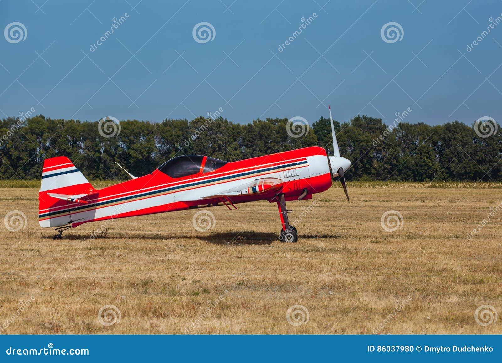 Jet Privato Rosa : La fa salire sull aereo privato con l inganno la spettacolare