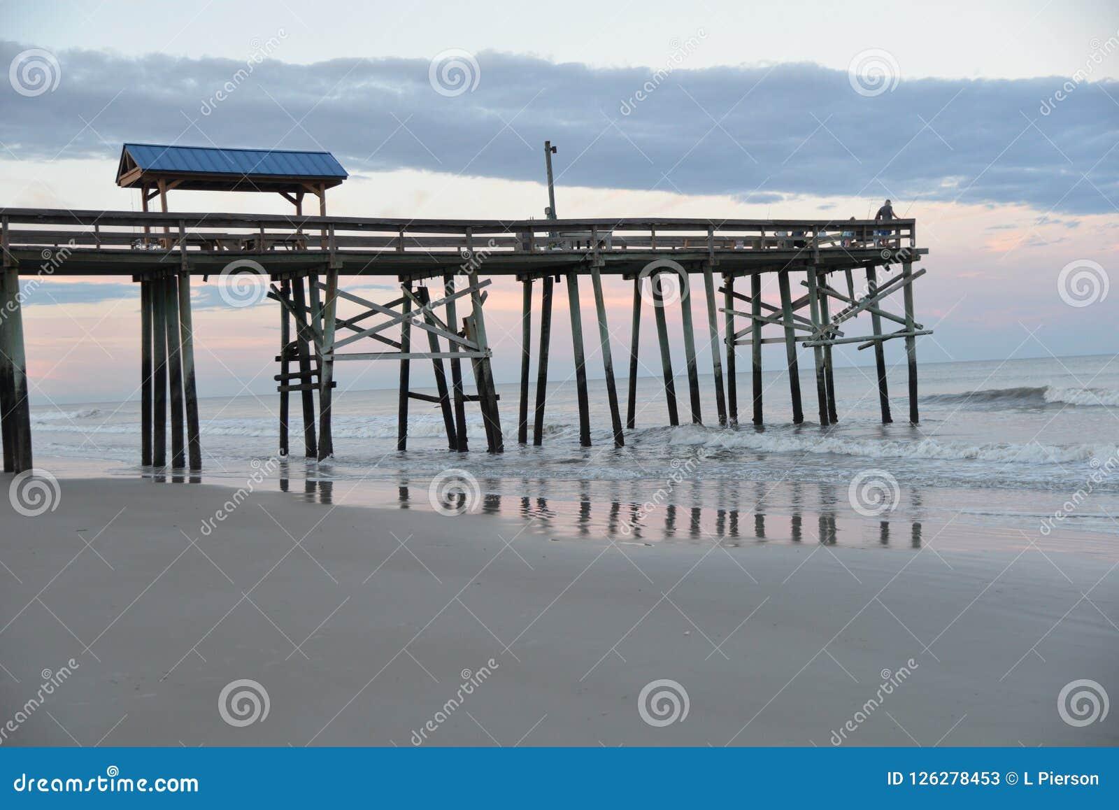 Il pilastro si sporge dopo gli interruttori e fornisce una grande posizione di vantaggio di pesca