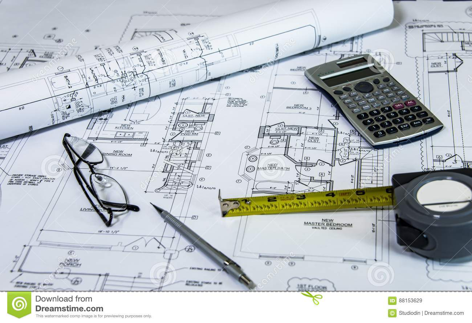 Il planig domestico del rinnovamento, con ritocca i piani sullo scrittorio degli architetti Ritocco del concetto