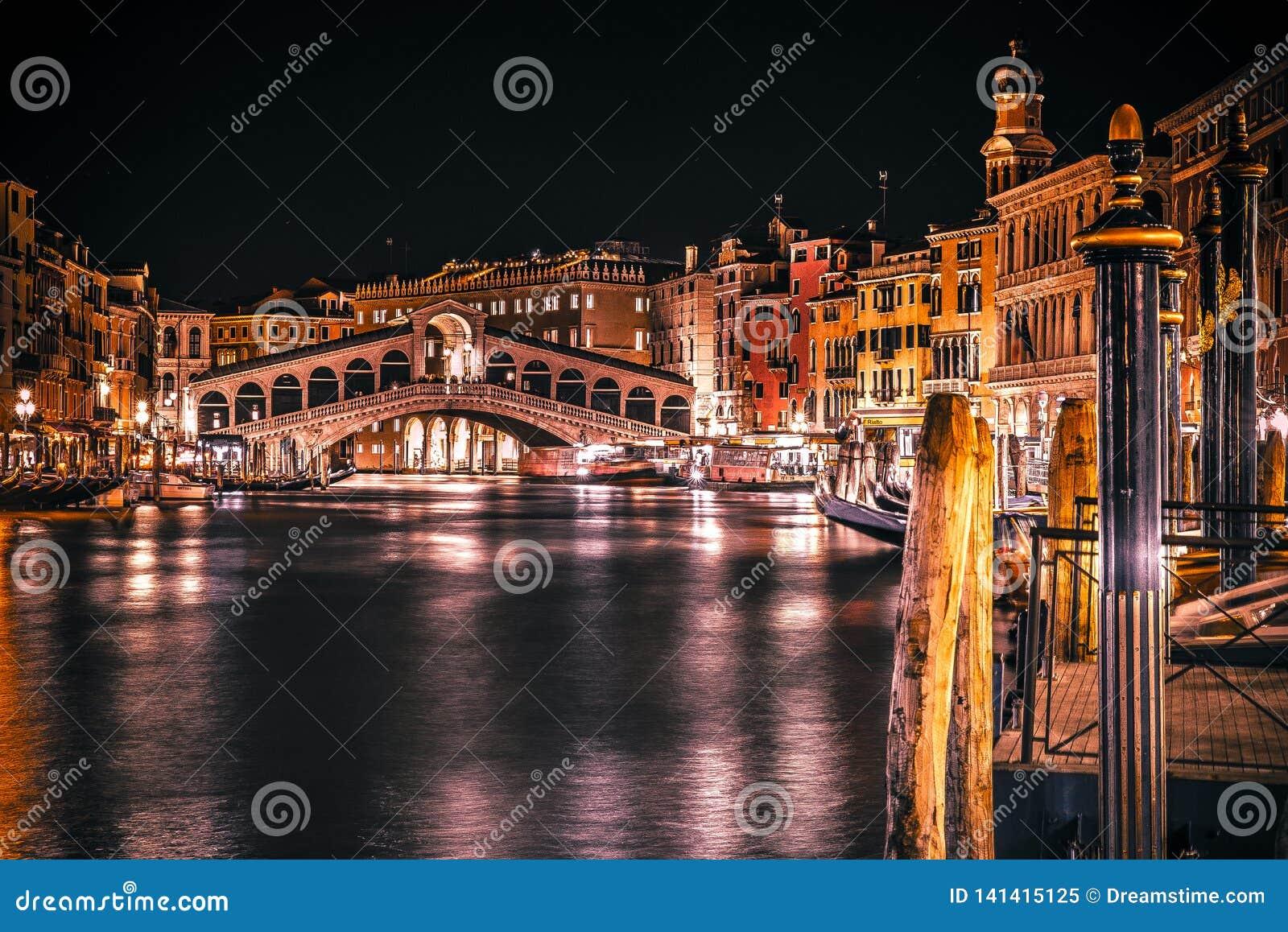 Il ponte del Rialto a Venezia Italia