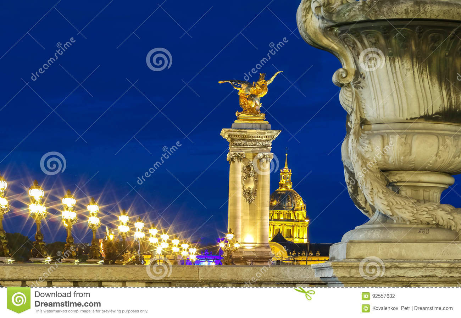 Il ponte famoso di Alexandre III, Parigi, Francia