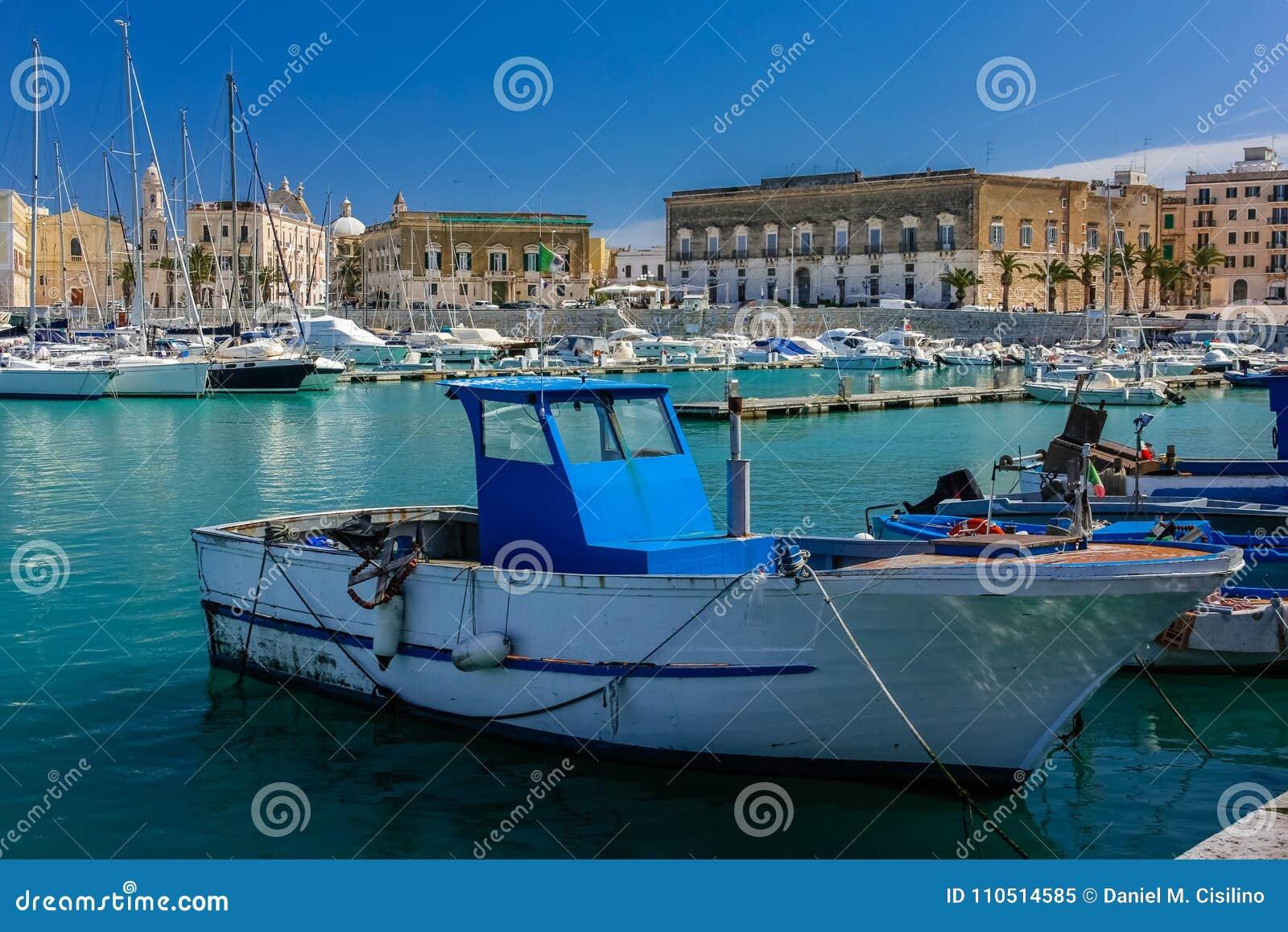 Il porto Trani Puglia L Italia