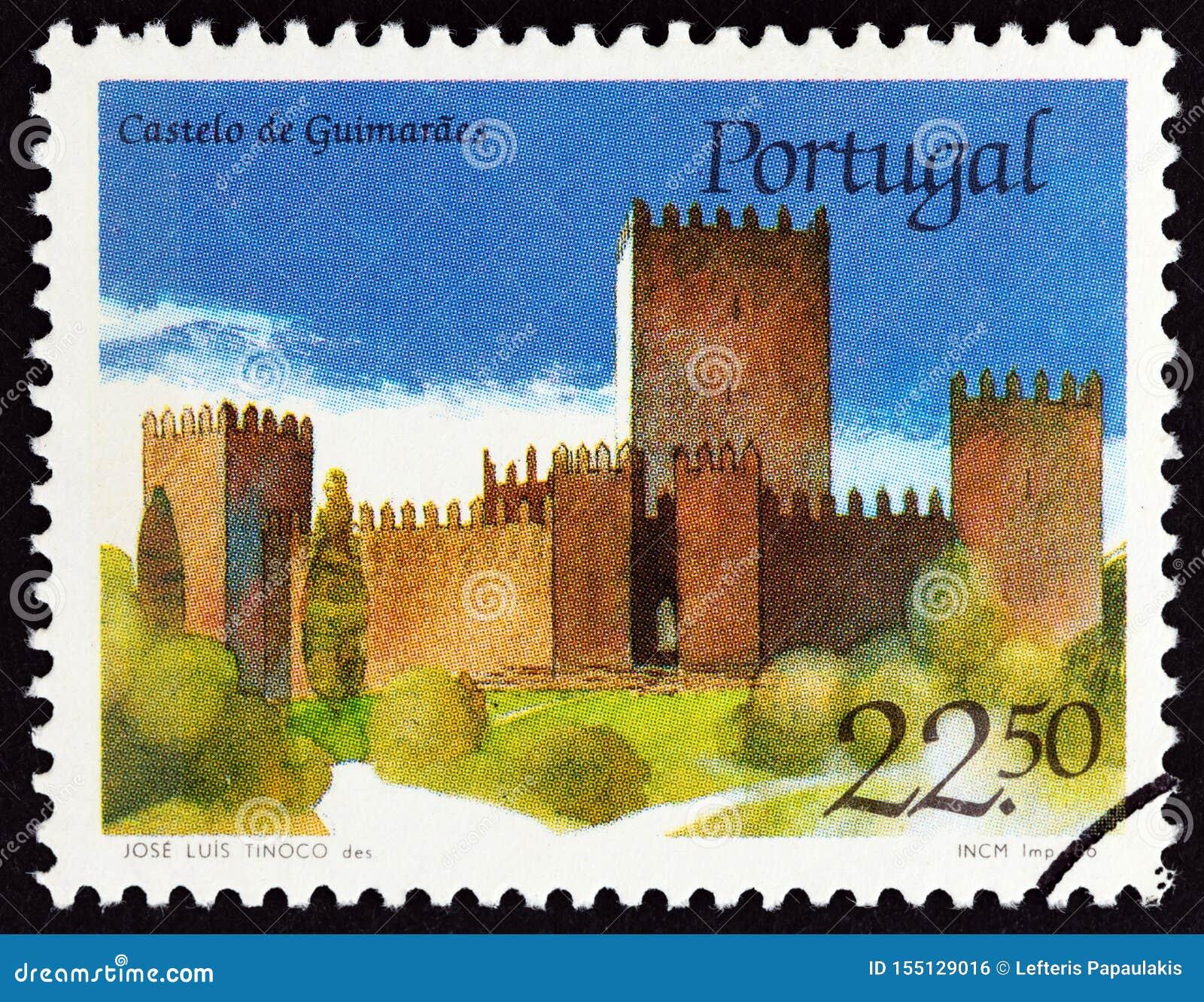 IL PORTOGALLO - CIRCA 1986: Un bollo stampato nel castello di Guimaraes di manifestazioni del Portogallo, circa 1986