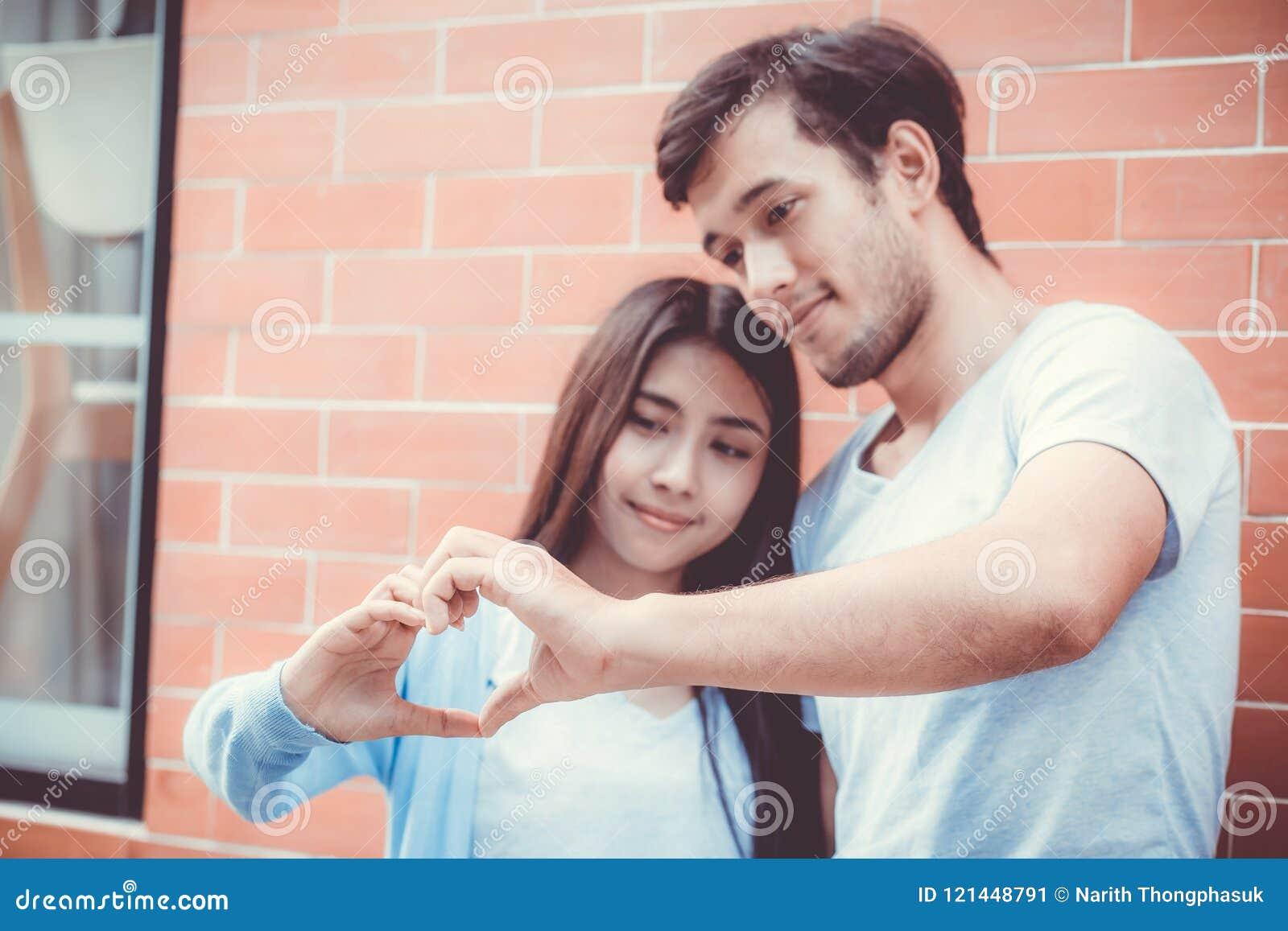 asiatico single dating UK buone linee introduttive per siti di incontri
