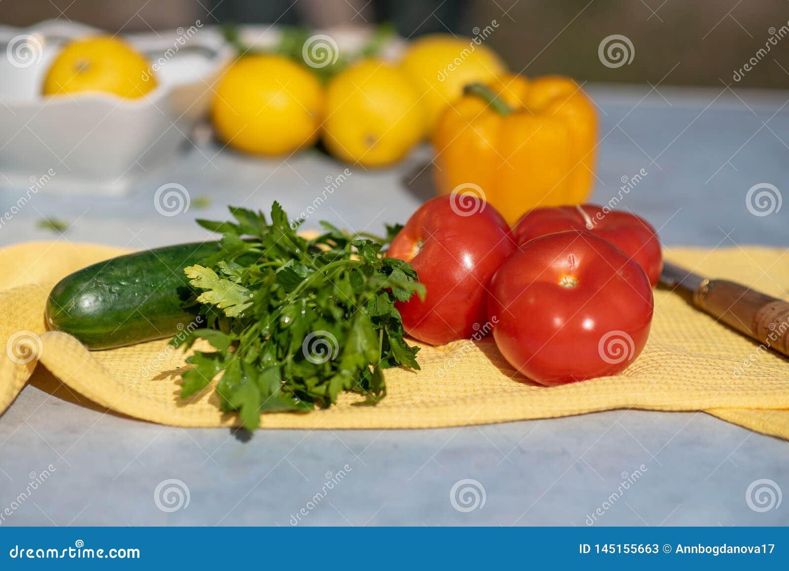 Il processo di cottura dell insalata delle verdure