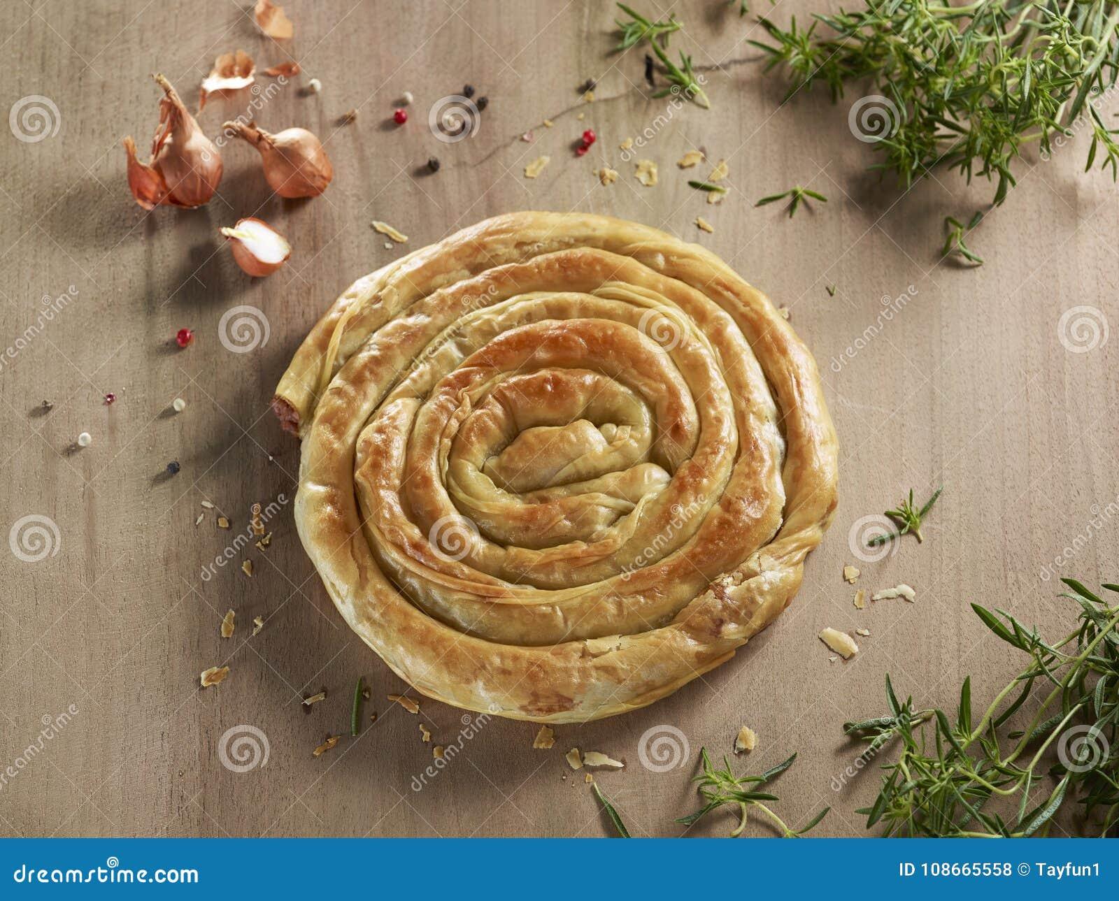 Il prodotto della panificazione ha chiamato il borek, tortino