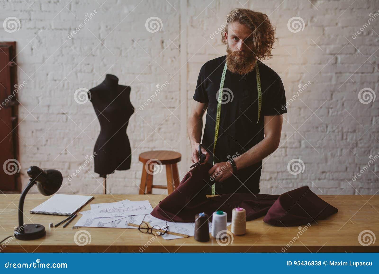 Il progettista che lavora a nuovo copre di studio