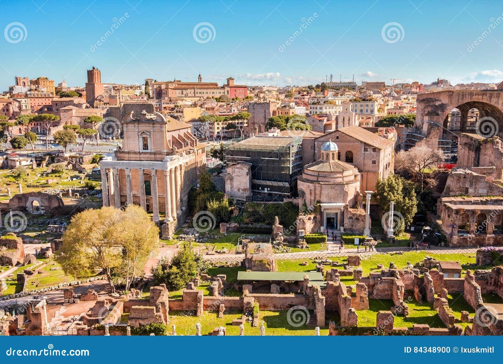 Il punto di riferimento di Roman Forum di Roma in Italia