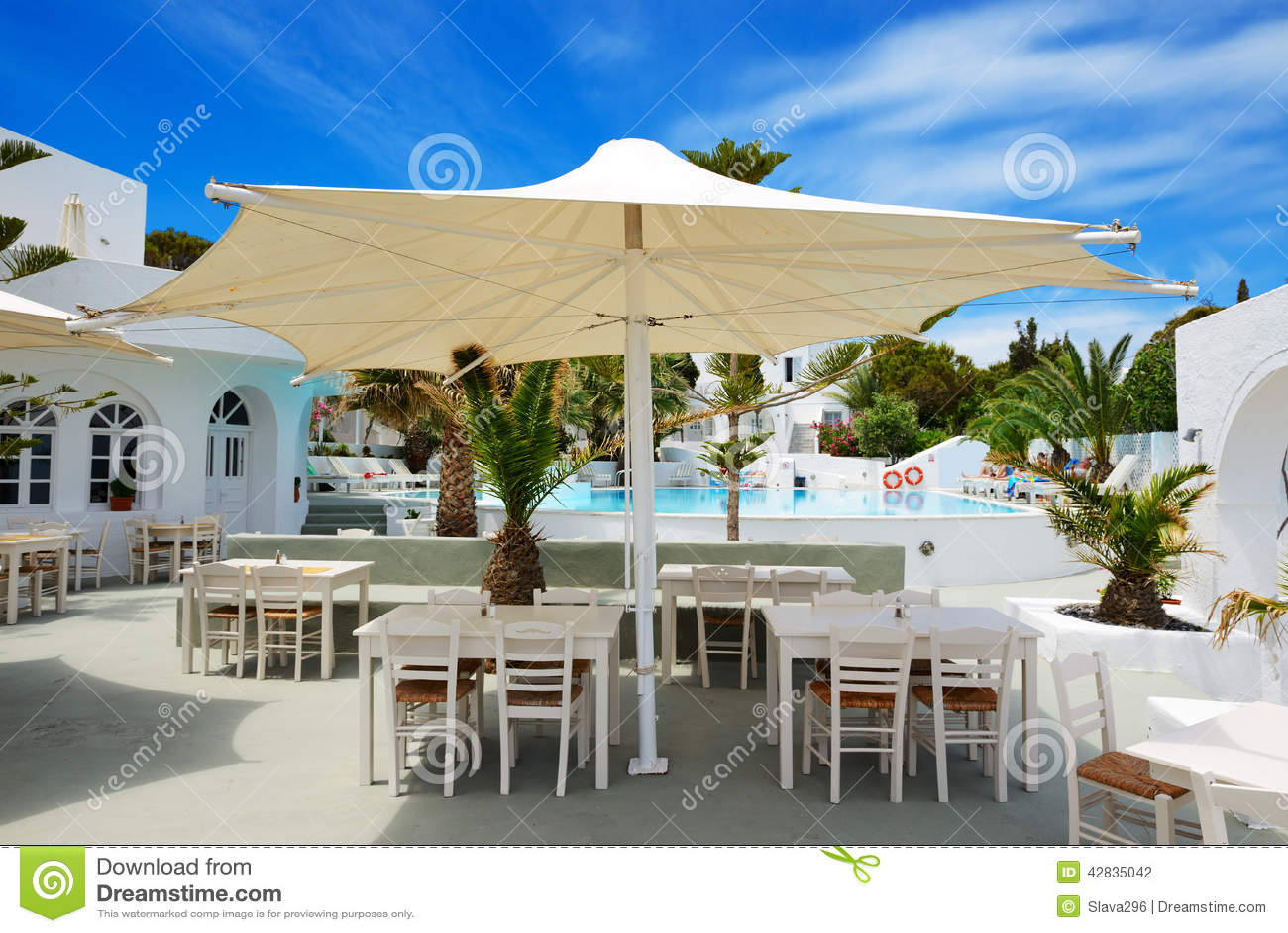 Il ristorante all 39 aperto vicino alla piscina all 39 albergo for Ristorante in baita vicino a me