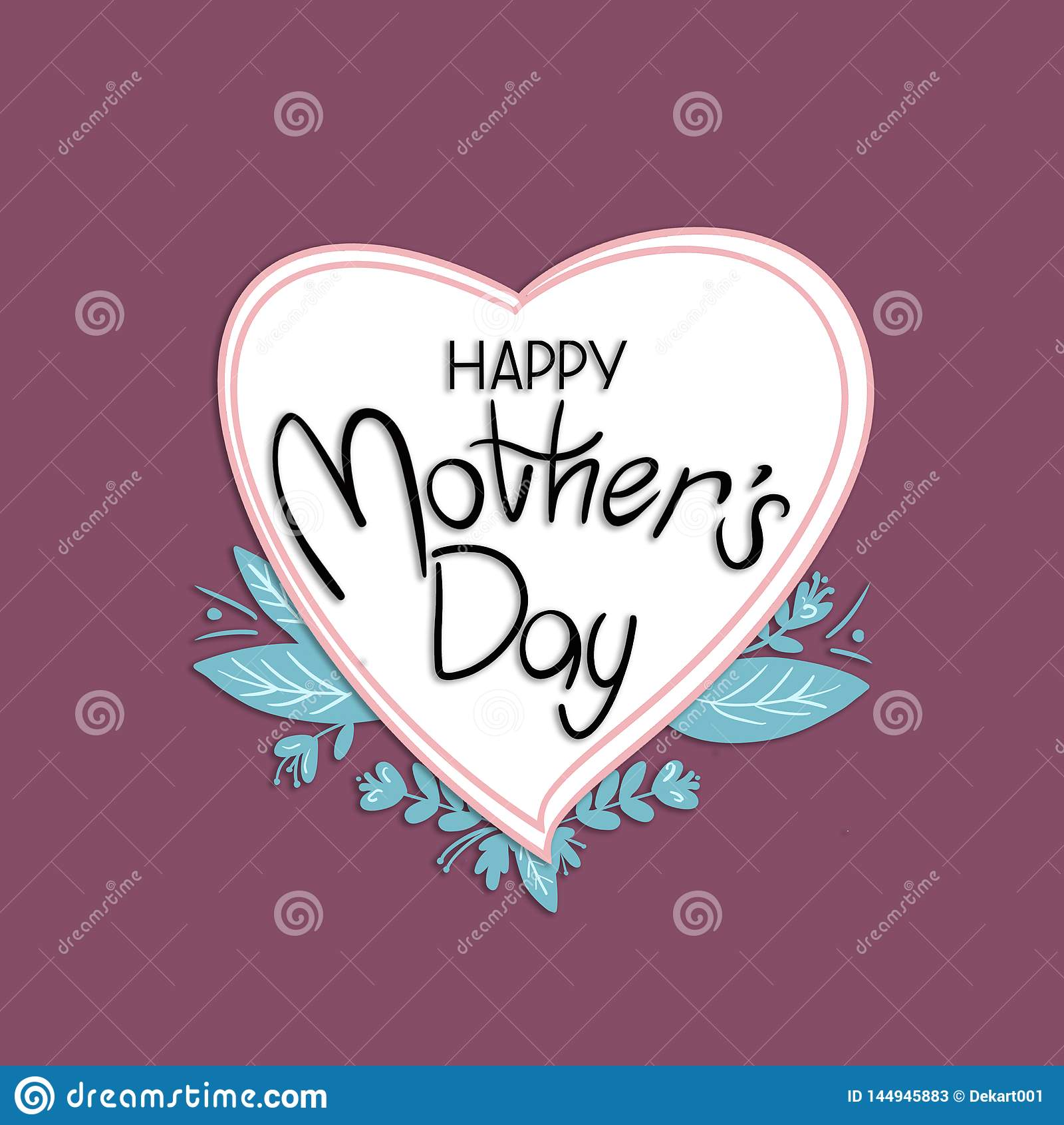 Il saluto felice della scrittura di festa della Mamma sul cuore ha modellato la lavagna con le foglie verdi su fondo rosa scuro
