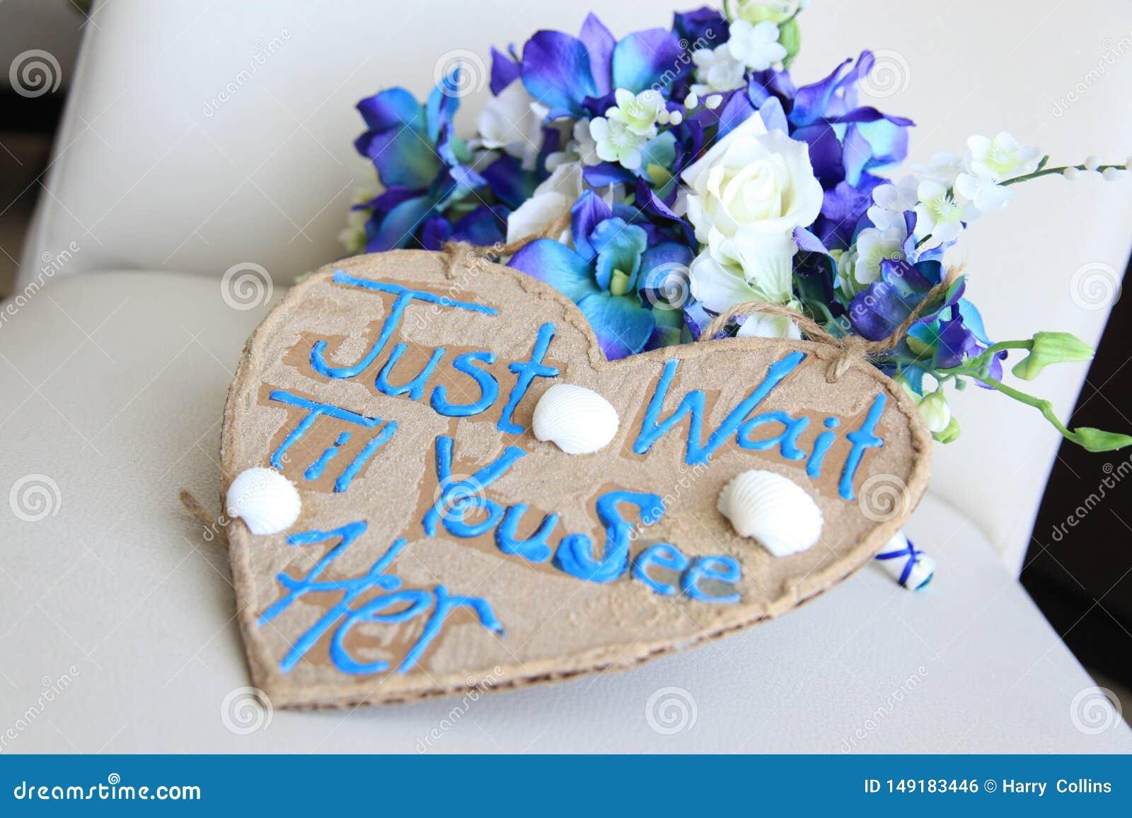 Il segno per la ragazza di fiore aspetta appena finché non la vediate