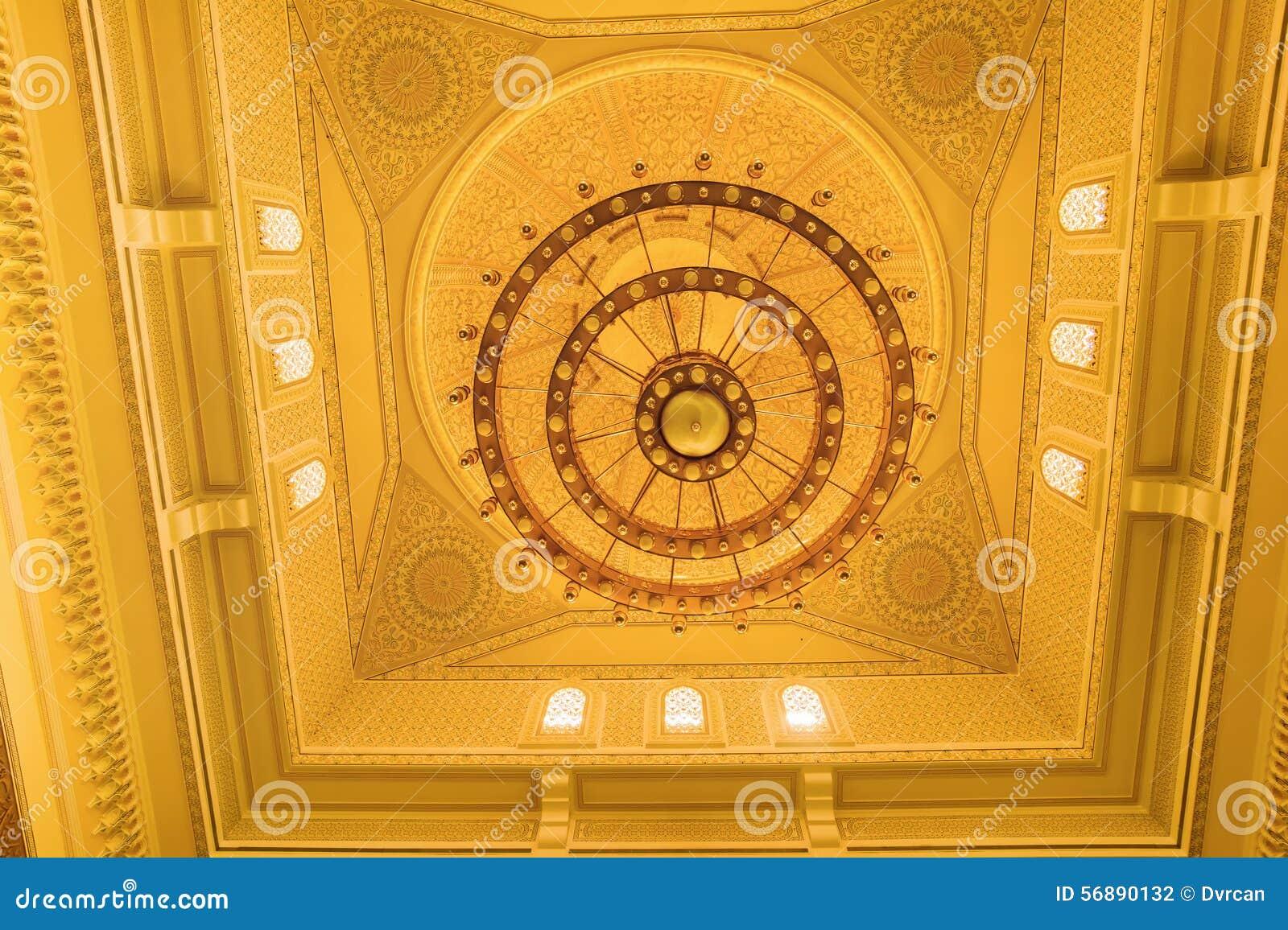 Il soffitto dentro la moschea nel Dubai