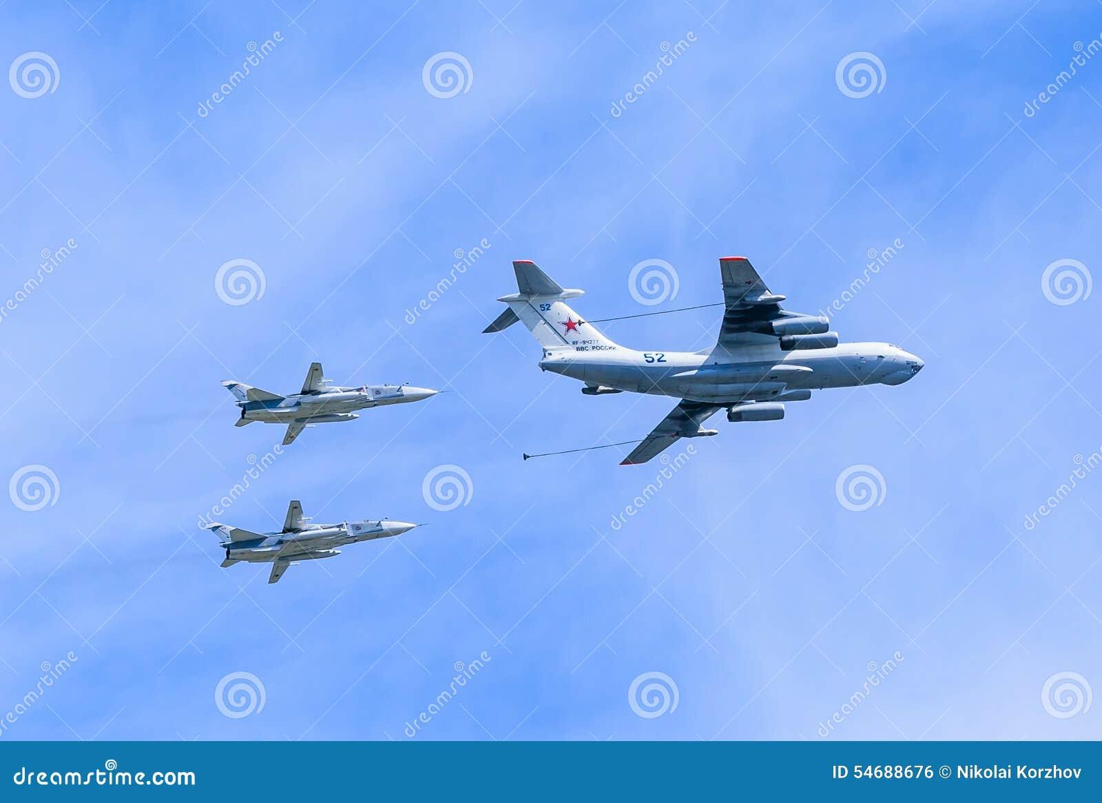 批.9.*���y�+:��.�9il�/&_il78 (麦得斯)空中加油机和2 su24 (击剑者) 编辑类照片