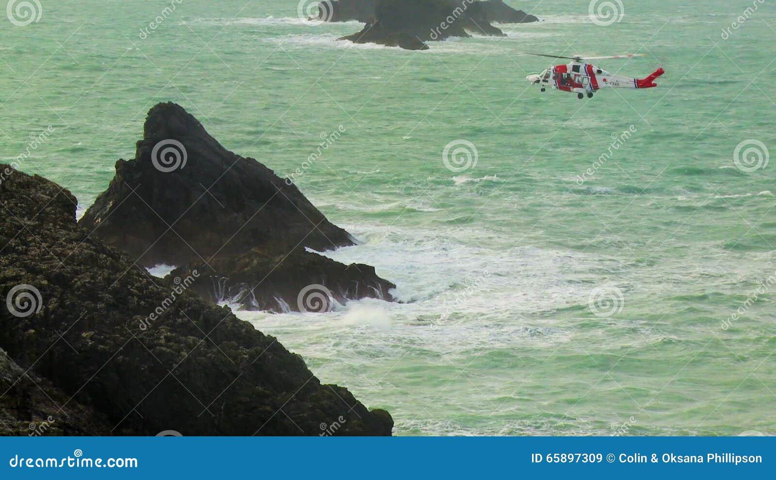 L Elicottero Posizione : Il suo elicottero della guardia costiera della maestà che si libra