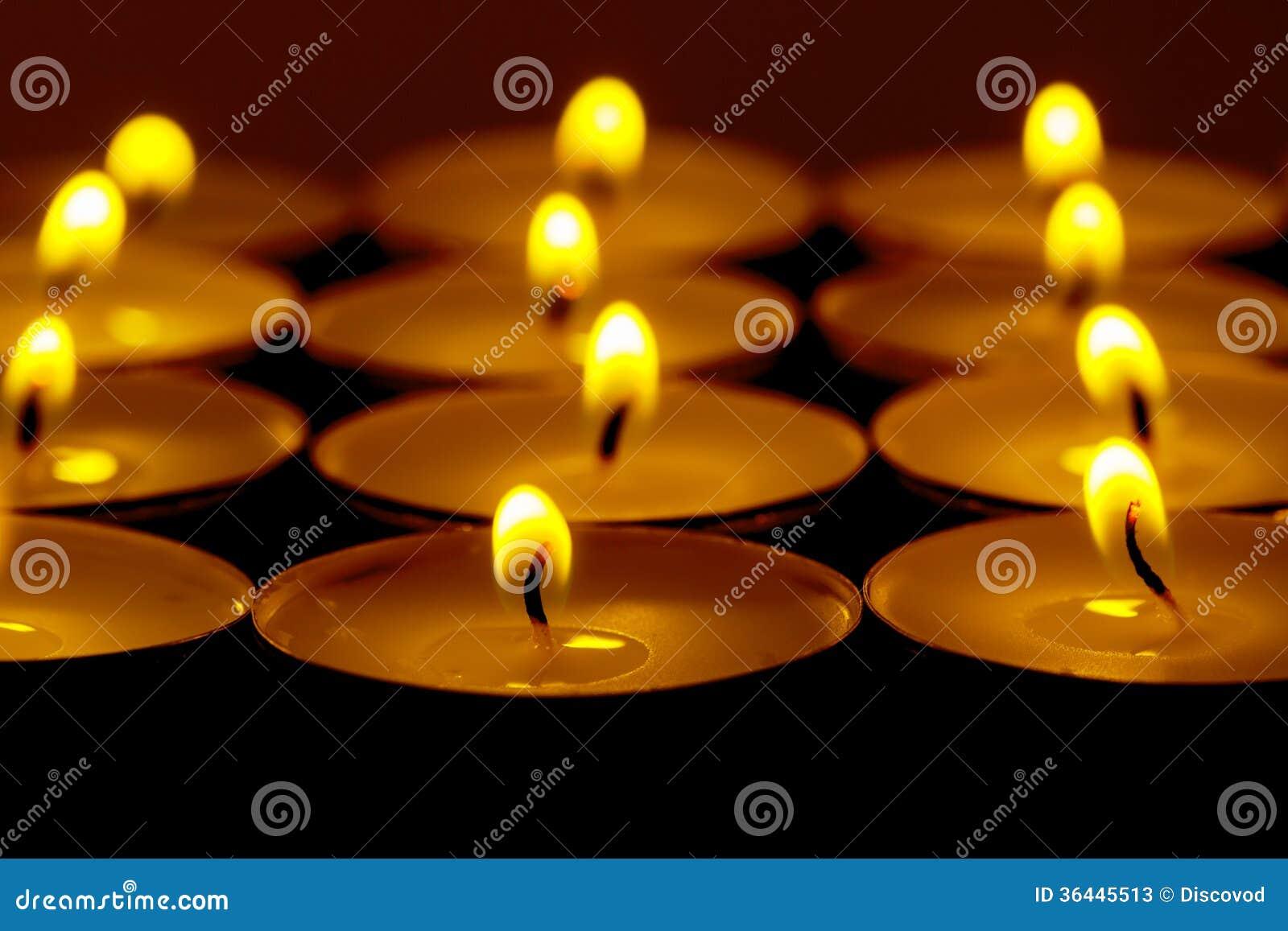 Il tè accende le candele con fuoco immagine stock immagine di