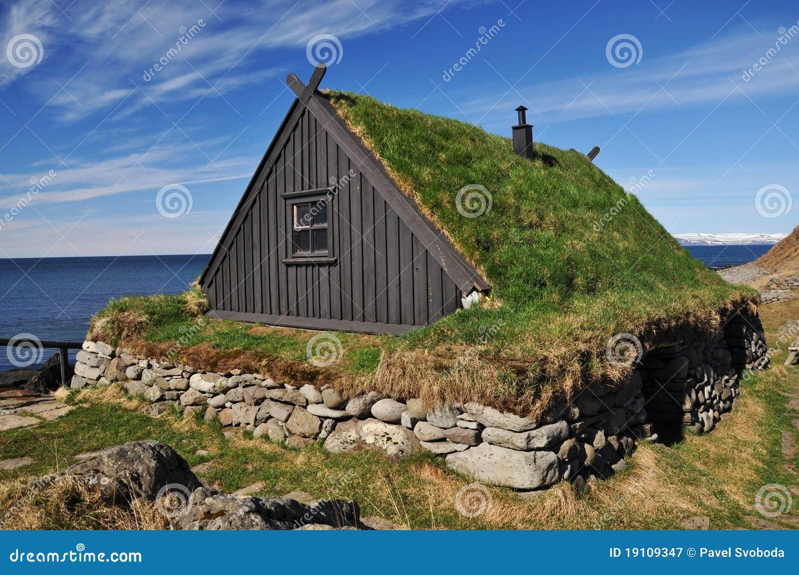 Il tappeto erboso tradizionale ha coperto la casa islanda for La casa toscana tradizionale