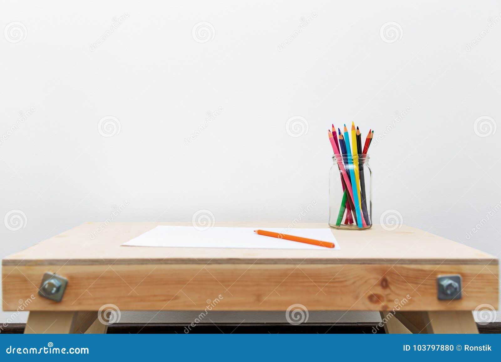 Tavolo Da Disegno Portatile : Il tavolo da disegno di legno del bambino con colore disegna a