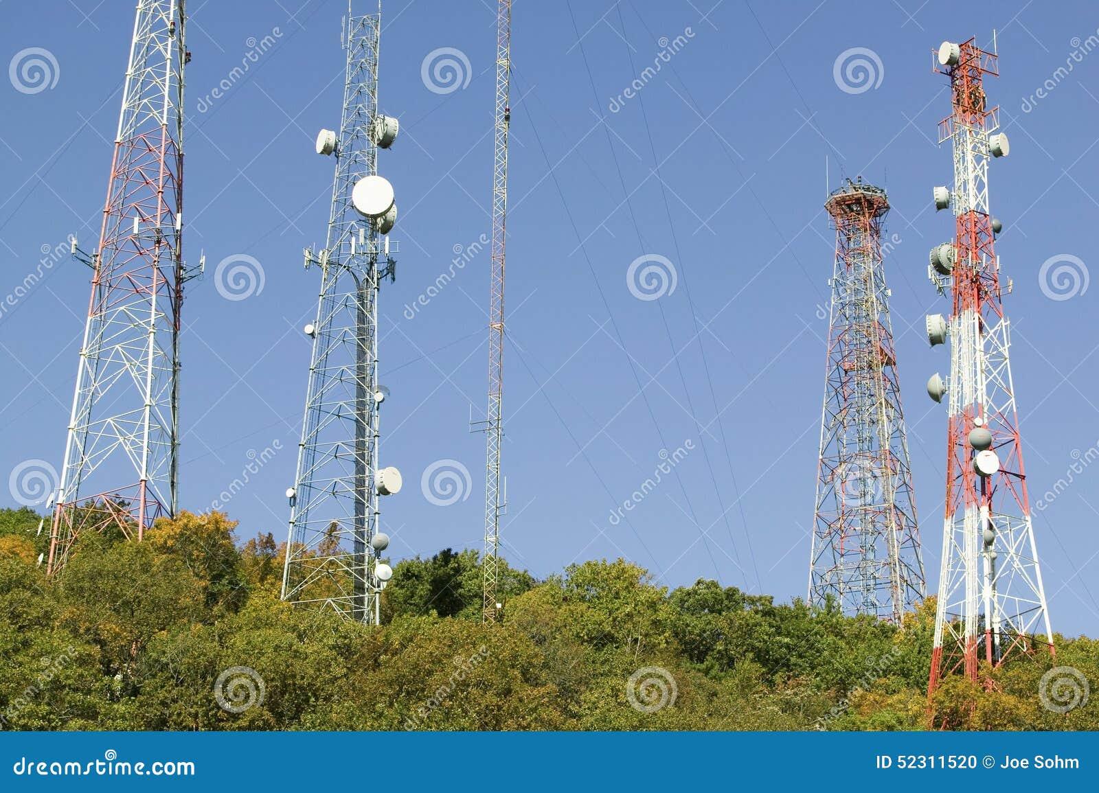Il telefono cellulare si eleva linea strada principale 95 a nord di Richmond Virginia