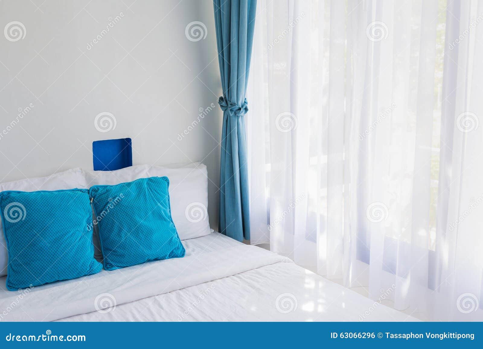 Il tema blu appoggia la tenda bianca della luce della - Camera da letto laccata bianca ...