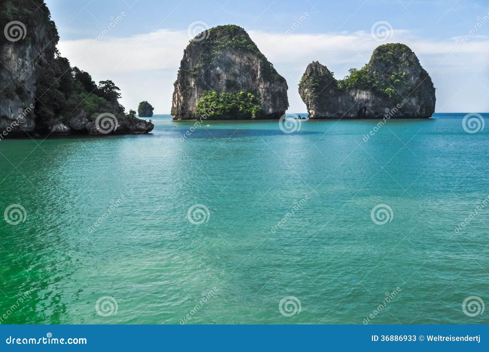 Download Il Tempio Della Spiaggia Della Tailandia Oscilla Krabi Immagine Stock - Immagine di verde, roccia: 36886933