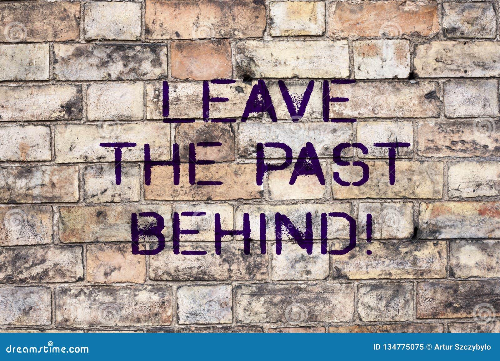 Il testo della scrittura lascia il passato dietro Il significato di concetto non guarda indietro sempre per andare in avanti moti