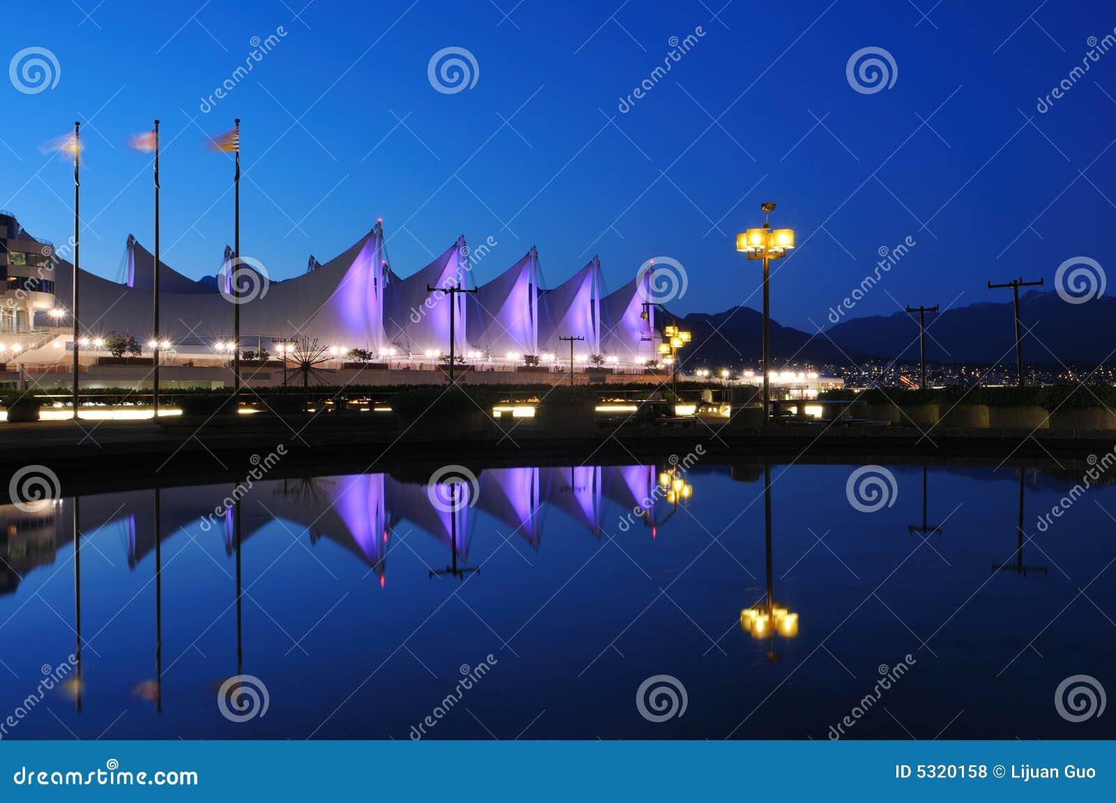 Download Il Tetto Del Posto Alla Notte, Vancouver Del Canada Fotografia Stock - Immagine di colombia, congresso: 5320158