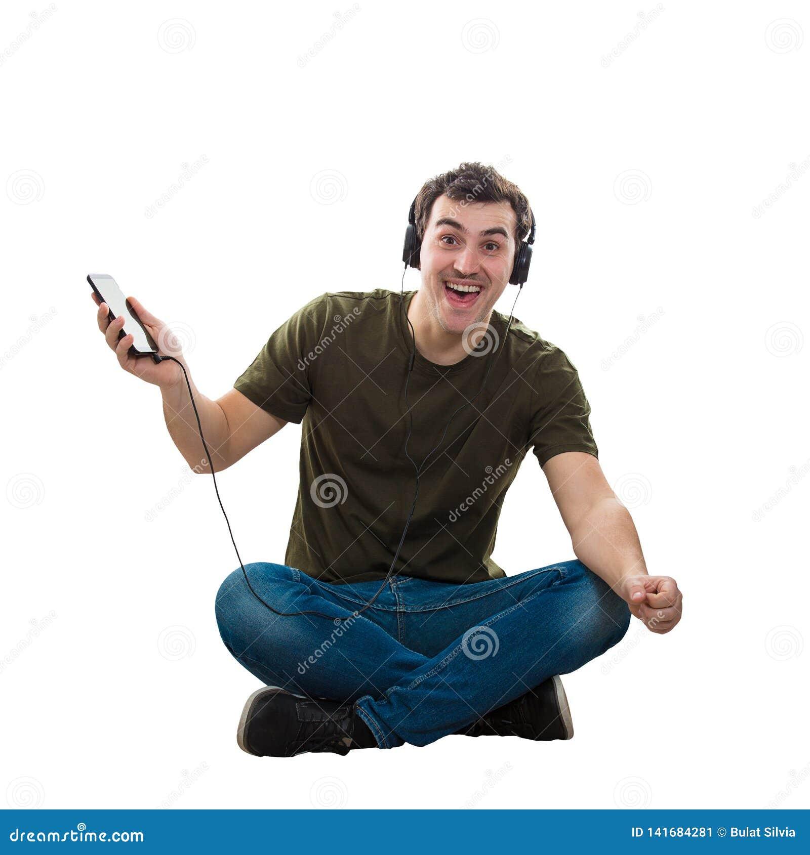 Il tipo ascolta la musica