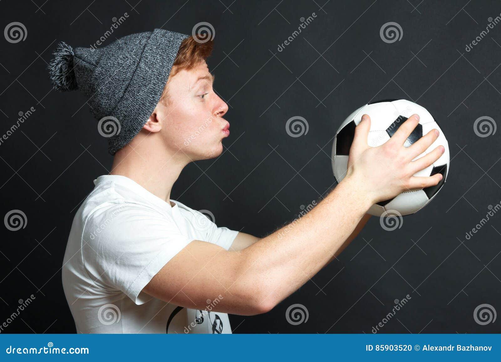Il tipo vuole baciare la palla