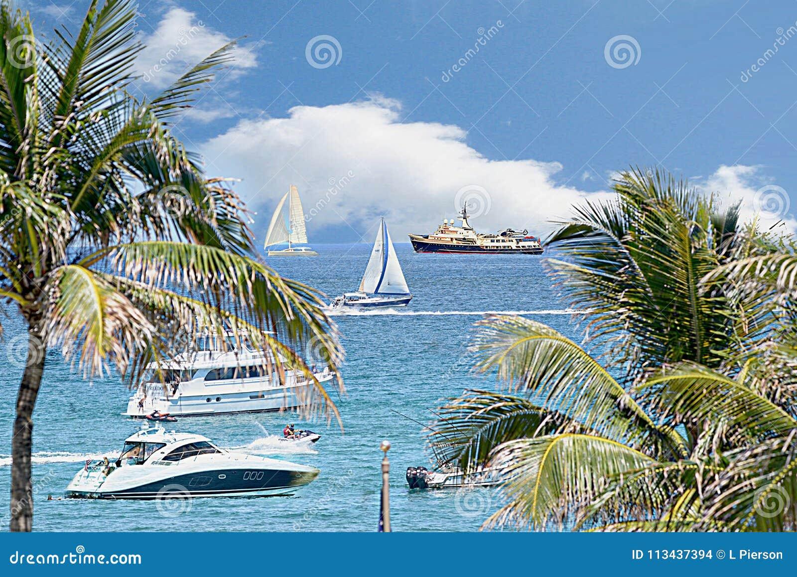 Il traffico della barca prende mentre il fine settimana si avvicina ad un estremità Questo l yacht e le barche a vela stanno comi
