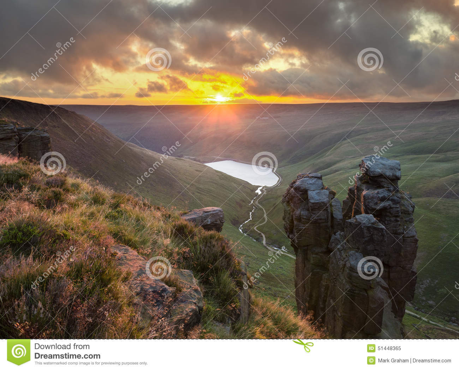 Il Trinnacle, Saddleworth attracca